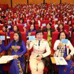 [08/03/2017 19:02:51] Chiều 8/3/2017, Đại hội đại biểu Phụ nữ toàn quốc lần thứ XII, nhiệm kỳ 2017-2022 tiếp tục diễn ra tại Trung tâm Hội nghị Quốc gia (Hà Nội). Trong ảnh: Đại biểu biểu quyết thông qua danh sách bầu Ban Chấp hành Trung ương Hội Liên hiệp Phụ nữ Việt Nam nhiệm kỳ 2017-2022. Ảnh: TTXVN
