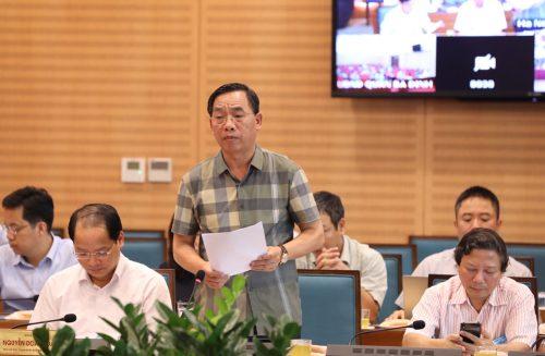 Giám đốc Sở Y tế Nguyễn Khắc Hiền báo cáo tại cuộc họp