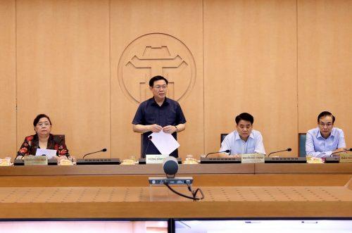 Bí thư Thành ủy Hà Nội Vương Đình Huệ phát biểu chỉ đạo tại cuộc họp
