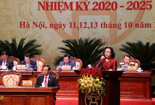 Đồng chí Ngô Thị Thanh Hằng, Ủy viên BCH Trung ương Đảng, Phó Bí thư Thường trực Thành ủy báo cáo tại Đại hội