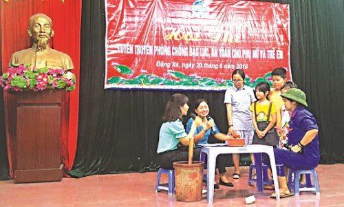 Một buổi sinh hoạt của CLB Gia đình nói không với bạo lực xã Đặng Xá, huyện Gia Lâm, Hà Nội.