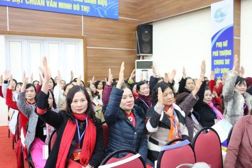Các đại biểu dự đại hội biểu quyết bầu Ban chấp hành Hội LHPN phường Phú Thượng lần thứ XXVI
