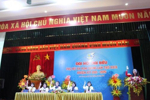 Các đại biểu dự đại hội biểu quyết bầu BCH khoá mới