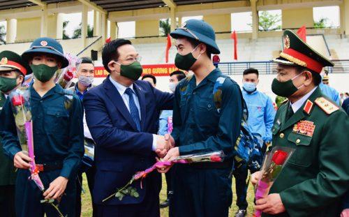 Bí thư Thành ủy Hà Nội động viên các tân binh