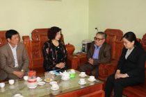 Đồng chí Lê Thị Thiên Hương thăm hỏi thân nhân hội viên Phùng Thị Bình hiện đang được điều trị tại bệnh viện Bạch Mai