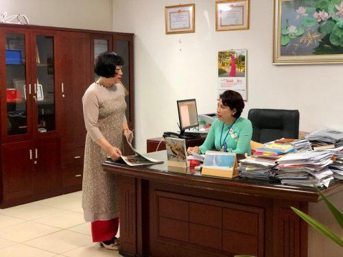 Cán bộ, công chức cơ quan Hội LHPN Hà Nội mặc trang phục áo dài trong các ngày làm việc