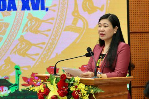 Chủ tịch Ủy ban Mặt trận Tổ quốc Việt Nam thành phố Hà Nội Nguyễn Lan Hương phát biểu tại hội nghị.