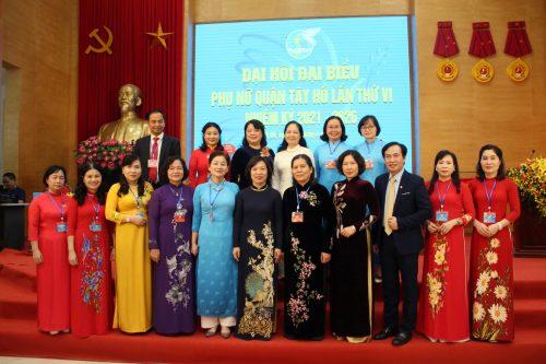 Các đồng chí lãnh đạo TƯ Hội, Hội LHPN Hà Nội và Quận ủy Tây Hồ và các đại biểu dự đại hội