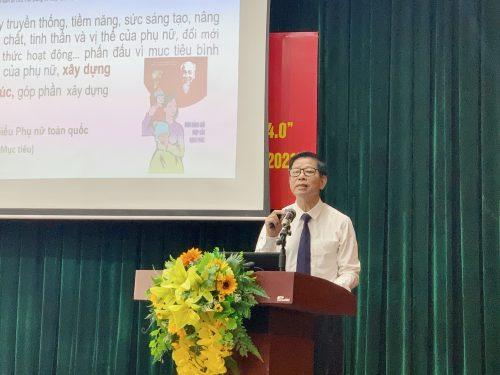 Ths Hoa Hữu Vân trình bày tại hội nghị