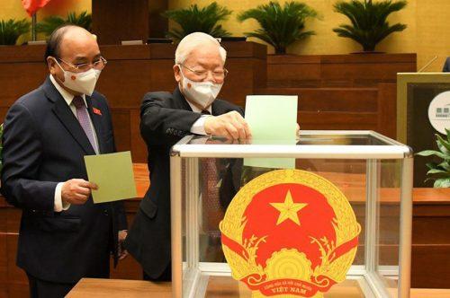 Các đại biểu bỏ phiếu bầu Chủ tịch Quốc hội khóa XV.