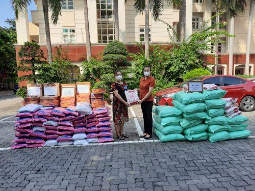 Hội LHPN quận Thanh Xuân tiếp nhận hàng hoá thiết yếu hỗ trợ phụ nữ khó khăn