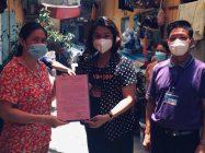 Bí thư Đảng uỷ phường Mỹ Đình 1 Nguyễn Thị Minh Nguyệt gửi thư cảm ơn đến đại diện gia đình bà Nguyễn Thị Nhung đã hỗ trợ kịp thời lao động tự do