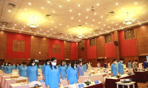 Các đại biểu dành 1 phút mặc niệm cán bộ Hội qua đời vì mắc Covid-19