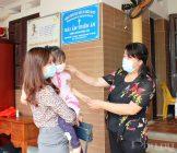 Những đứa trẻ nơi đây vốn khát tình cảm của người mẹ, khi thấy đoàn công tác tới thăm, các cháu cứ quấn lấy các cô các bác để được ôm, được bế vỗ về yêu thương. Đồng chí Nguyễn Thị Thu Thủy - Phó Chủ tịch Thường trực Hội LHPN Hà Nội ( bên phải)  nhấn mạnh: Hoạt động thăm, tặng quà phụ nữ, trẻ em được nuôi dưỡng tại Mái ấm Thiên Ân là một trong nhiều hoạt động thực hiện mô hình Dân vận khéo của Đảng ủy cơ quan Hội LHPN Hà Nội trong năm 2021.