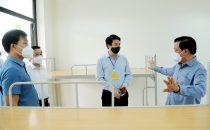 Bí thư Thành ủy Hà Nội Đinh Tiến Dũng trao đổi về công tác phòng, chống dịch Covid-19 với lãnh đạo Công ty TNHH Osco International (Cụm công nghiệp Lai Xá, xã Kim Chung, huyện Hoài Đức).